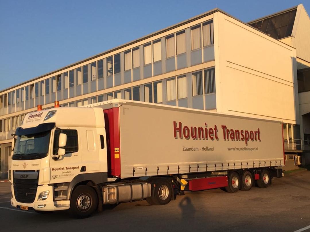 vrachtwagen Houniet gesloten oplegger
